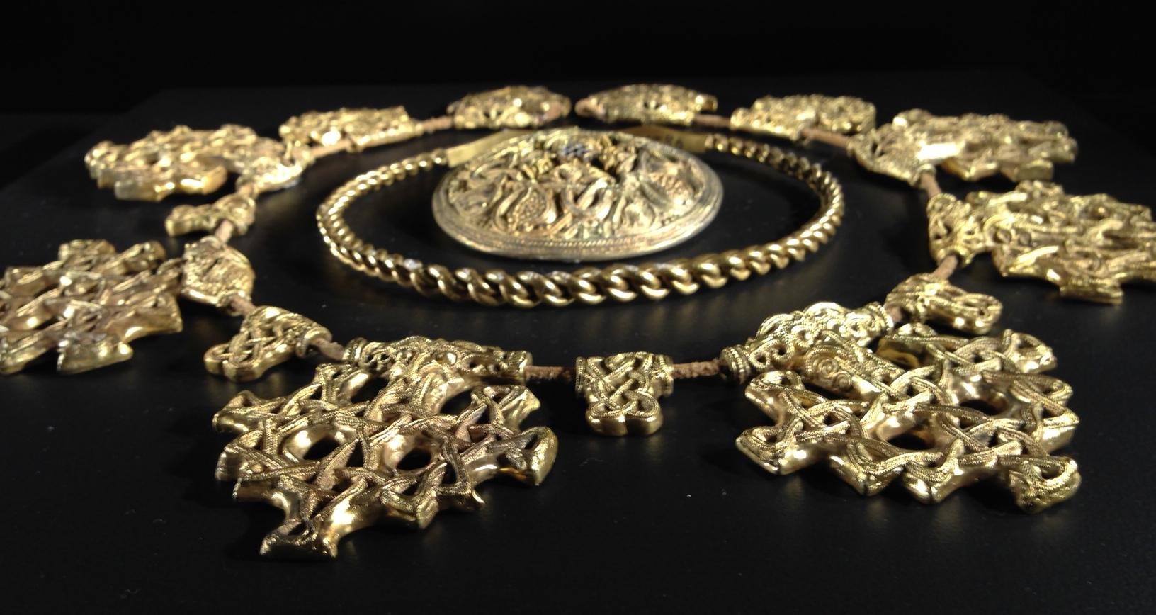 viking exhibition 2 bronze necklace torc