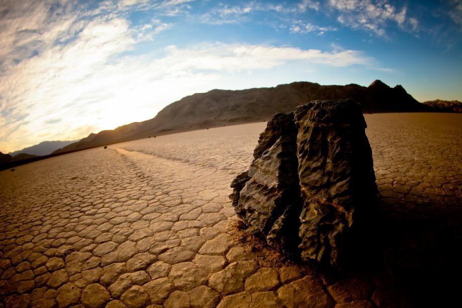 sailing stones death valley california 2