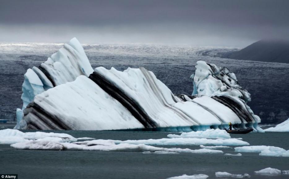 striated icebergs antarctica