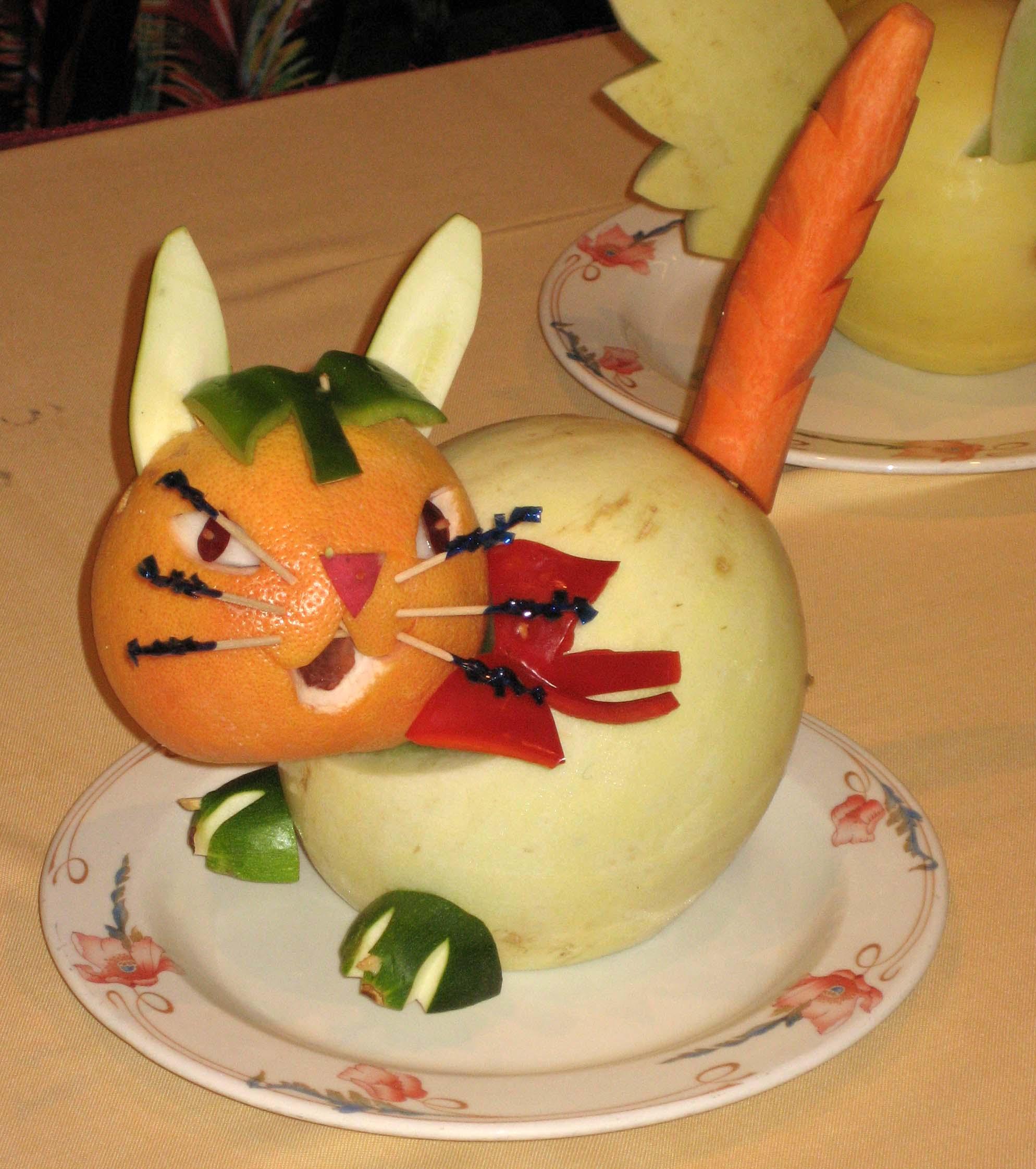 SA fruit carving cat