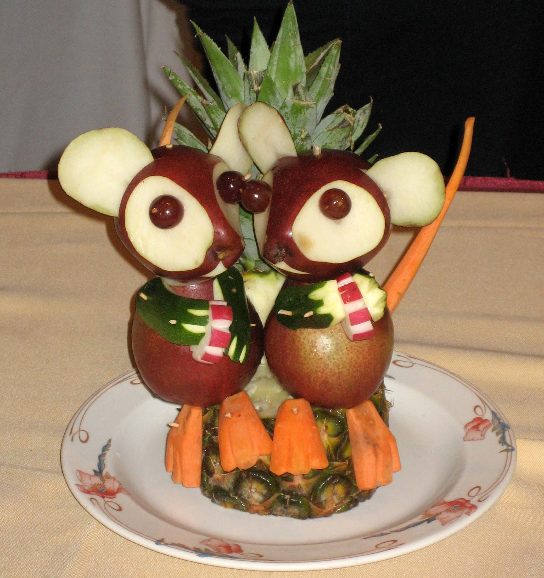 SA fruit carving mice