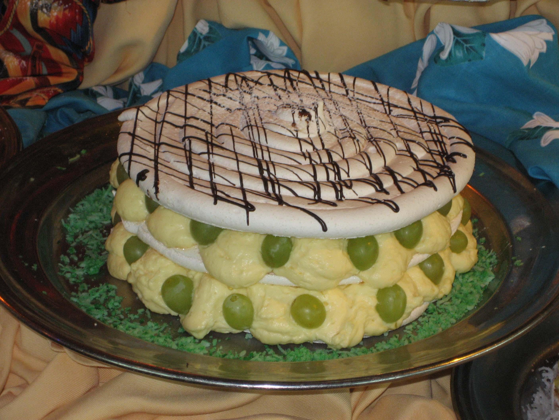 SHorizon pastry meringue cake