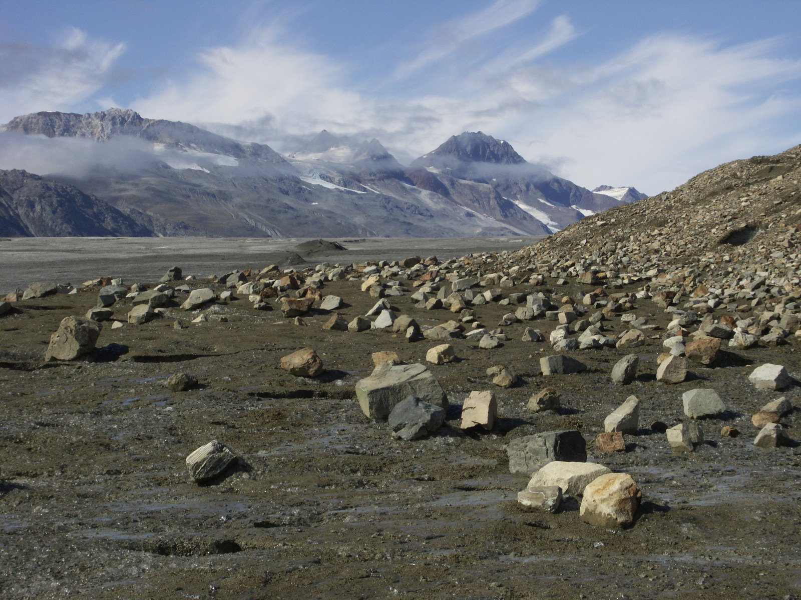 Rocks scatter areas where ice has melted.
