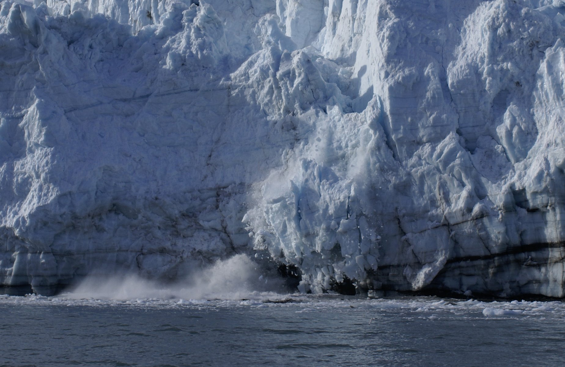 Calving glacier sequence, photo 1