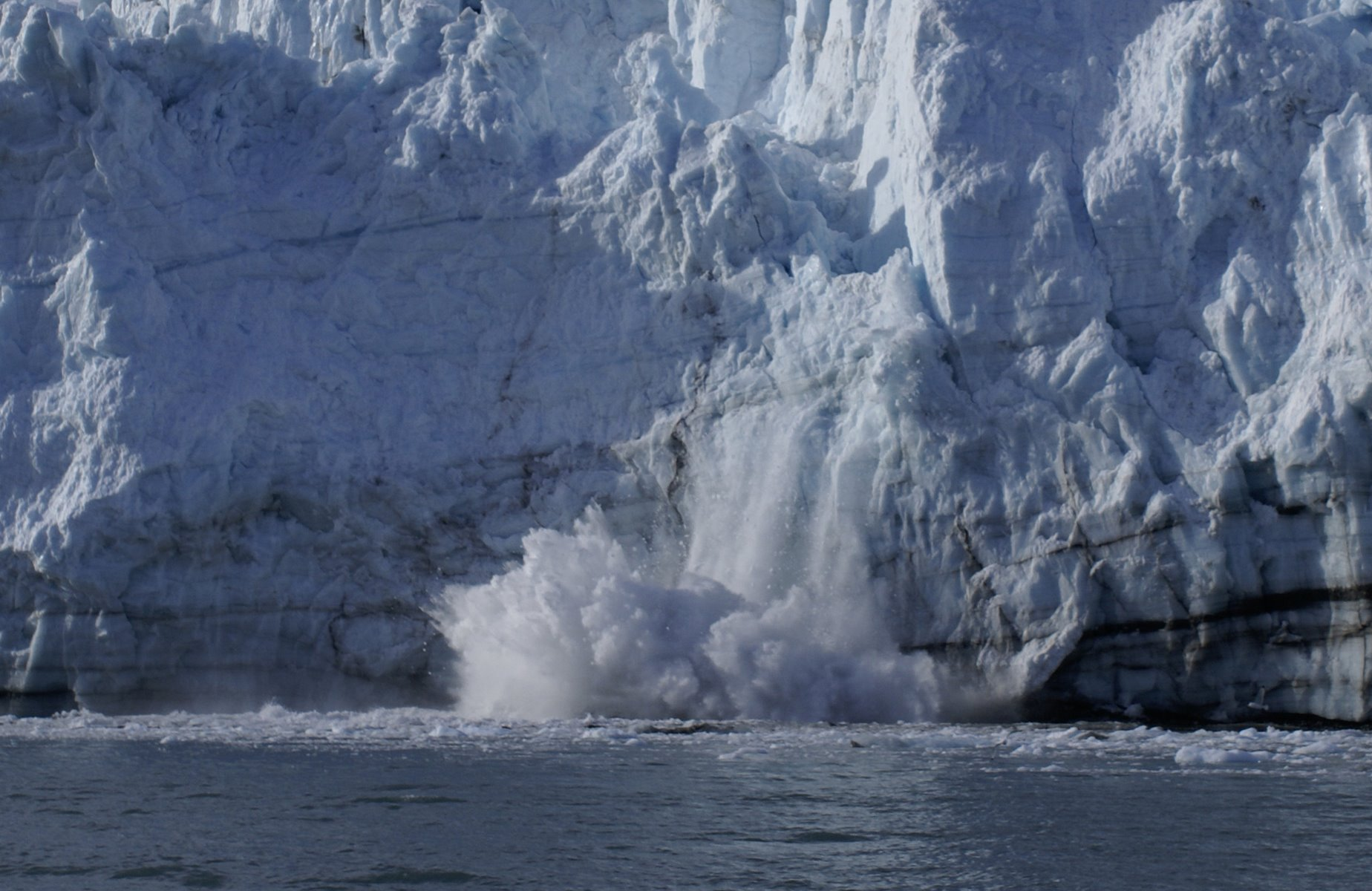 Calving glacier sequence, photo 4