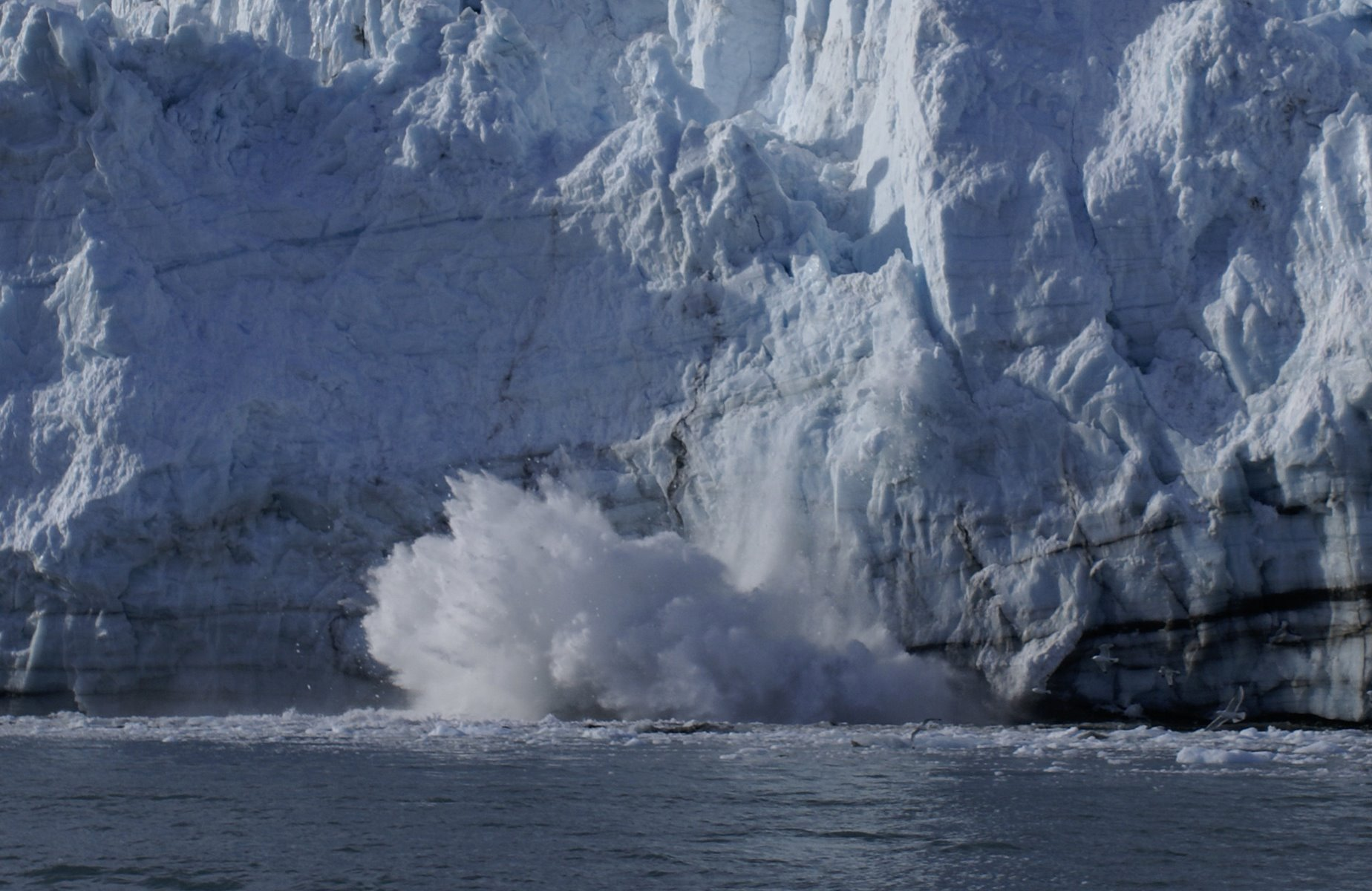 Calving glacier sequence, photo 5