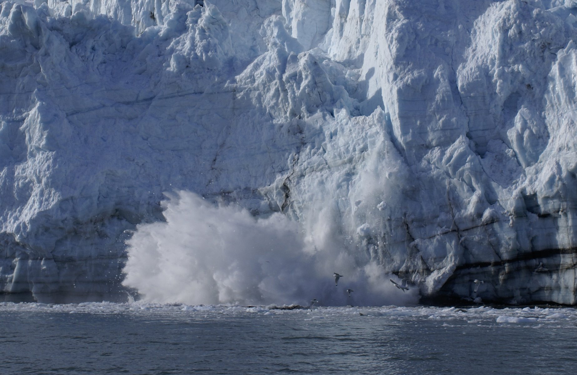 Calving glacier sequence, photo 6