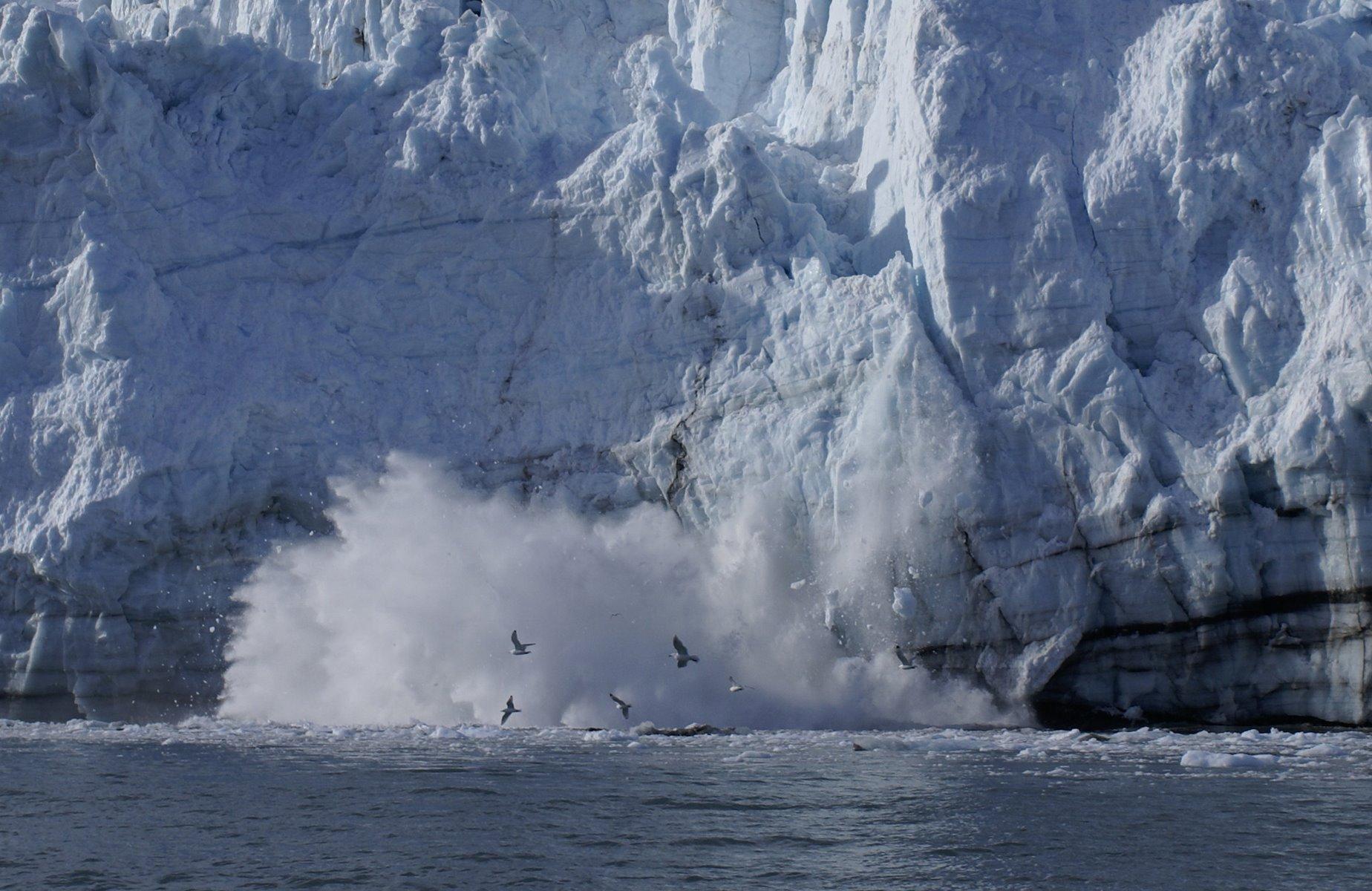 Calving glacier sequence, photo 7