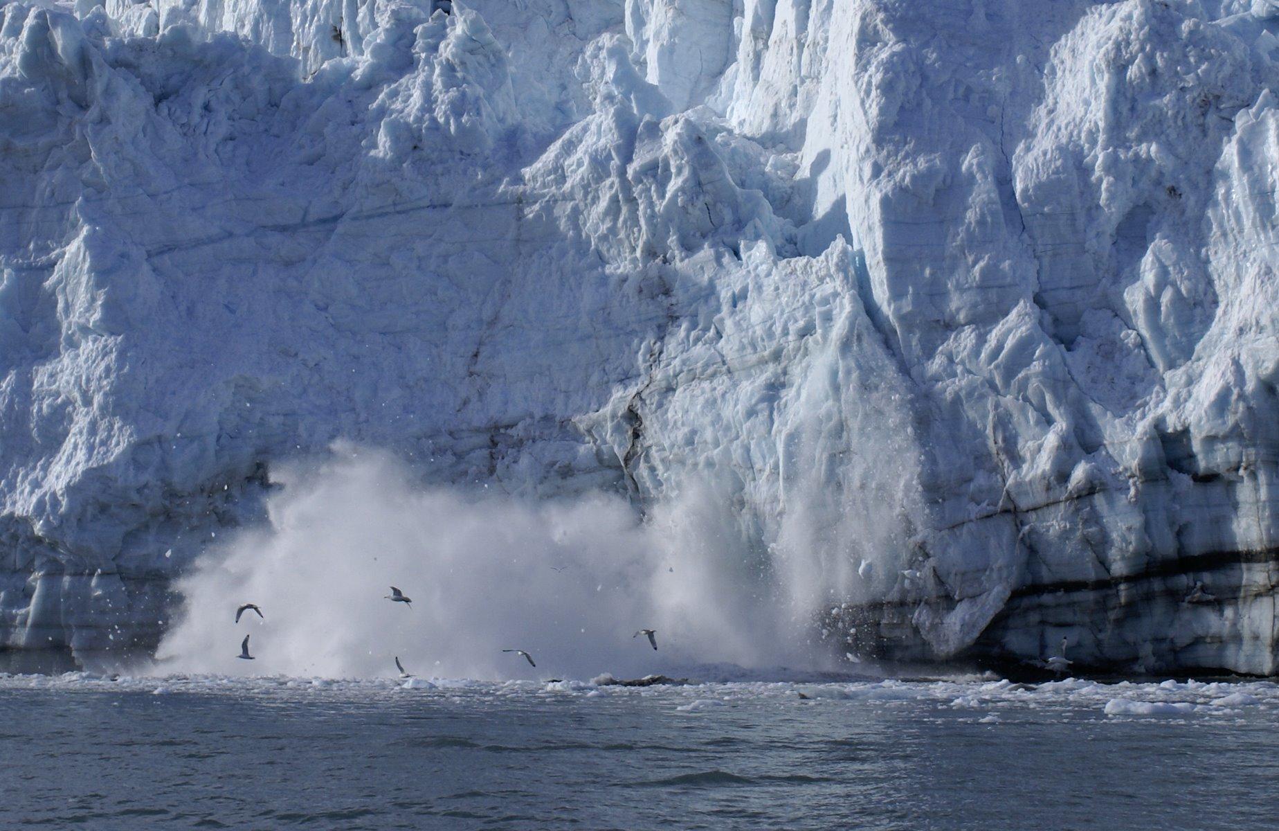 Calving glacier sequence, photo 8