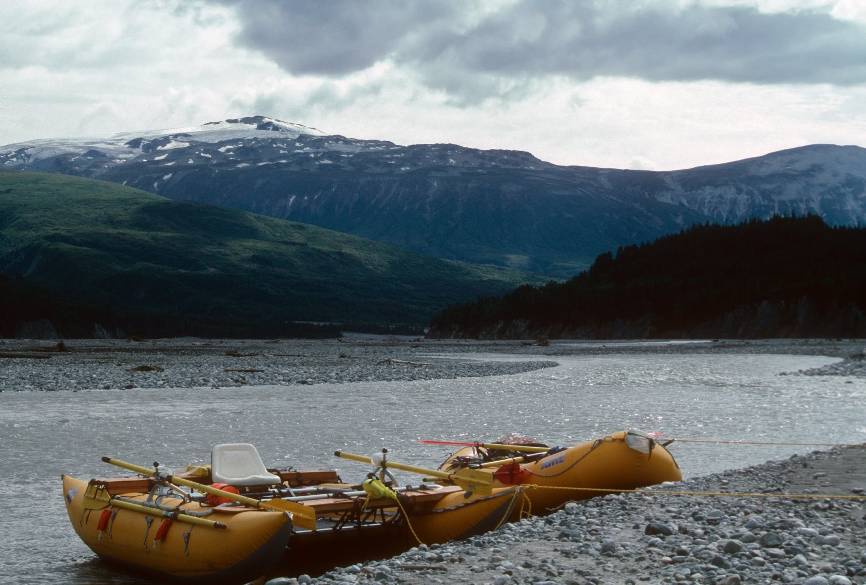 Tatshenshini-Alsek River entices adventurers.