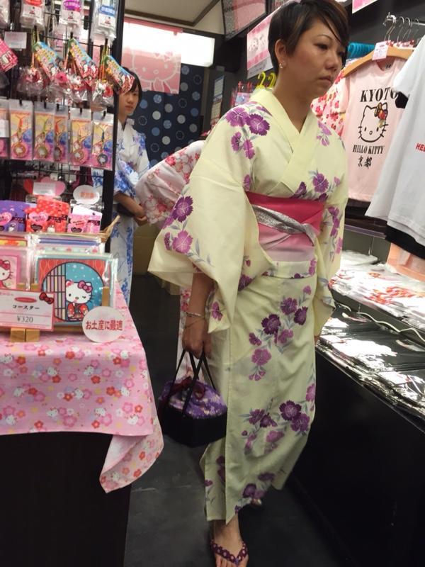 Kimono-hello-kitty1.jpg