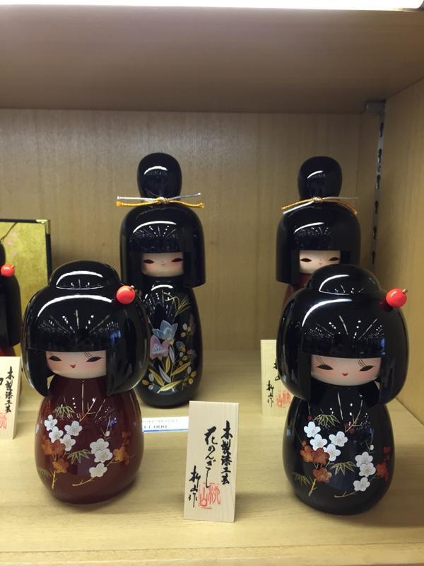 laquerware-dolls.jpg