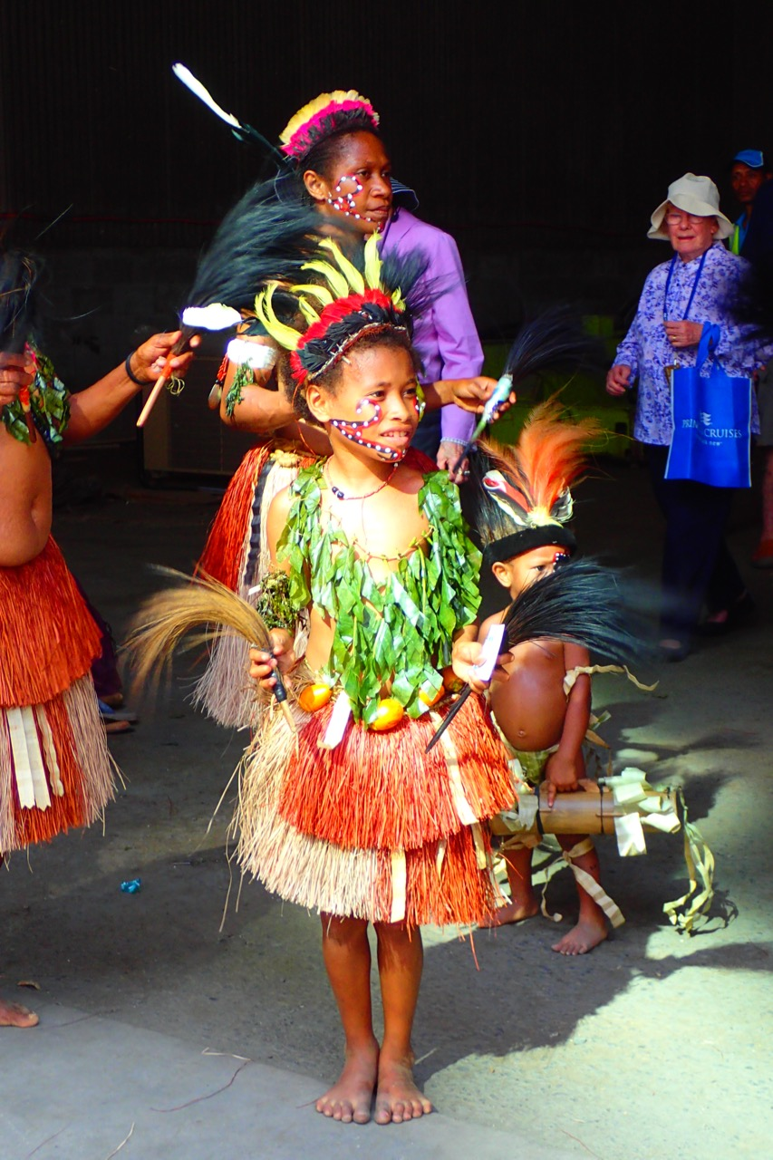 Alotau dancer - girl